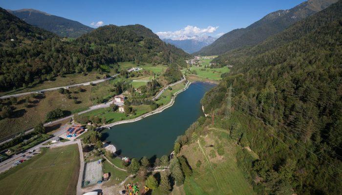 immagine lago roncone con il drone per logistica